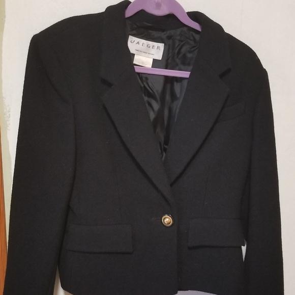 Vintage 1980s Jaeger Black Velvet Cropped Blazer Size XL